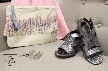 Look monocolor con detalles plata