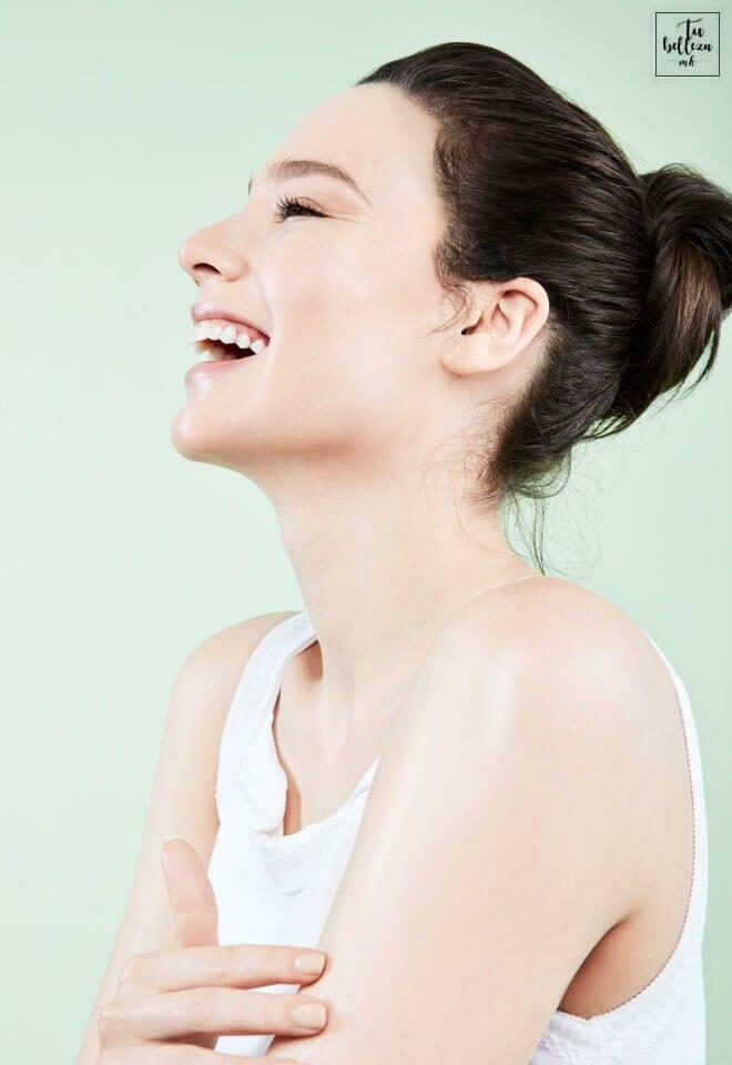 Descubre por qué debes apuntarte a la exfoliación corporal, cómo exfoliar tu cuerpo y cada cuánto hacerlo