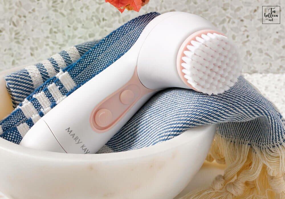 Limpiador facial Skinvigorate de Mary Kay, limpia un 85% más que la limpieza manual