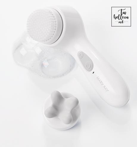 Utiliza tu cepillo limpiador en la ducha aprovechando el vapor del agua para abrir tus poros