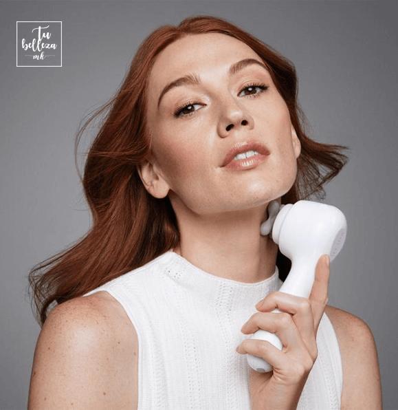 Busca un cepillo limpiador que disponga de un cabezal de masaje para potenciar tu serum
