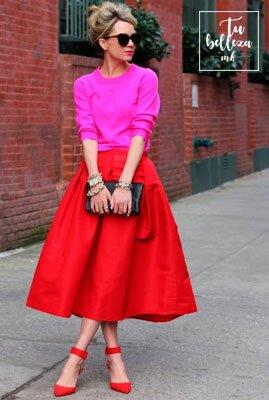Descubre cómo combinar el rosa y el rojo en tu ropa para crear un look perfecto
