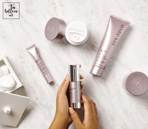 Un serum reafirmante ayudará a tu rostro a recuperar su firmeza y a disminuir las arrugas y líneas de expresión